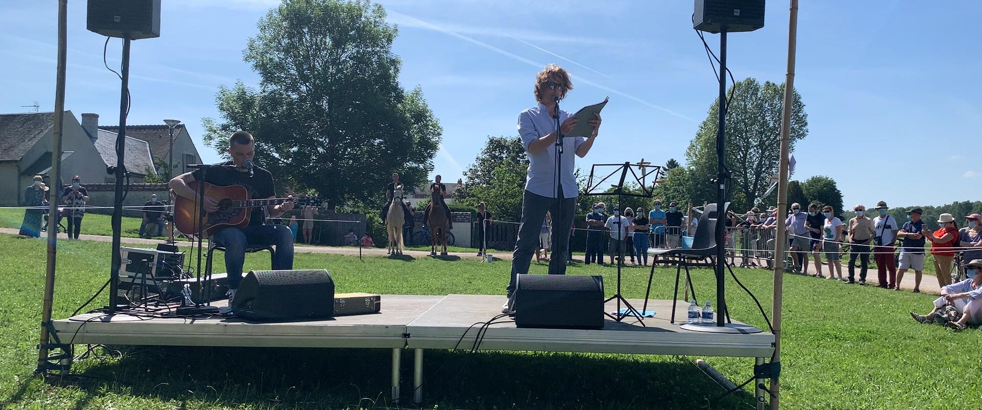 Alex Lutz donne son spectacle lors de la journée l'Escale Combleux du 13 juin